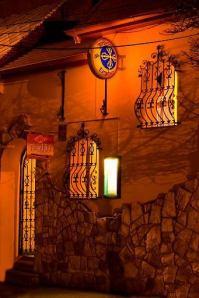 A bejárat (fotó: golokateahaz.hu)