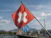 Nem szégyellik használni a zászlót - na, és a havas hegytetőn Toblerone-t nyalogató bernáthegyit mellette a szuvenírboltokban