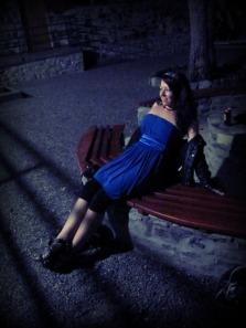 És akkor már lefotóztuk a kék ruhát is.