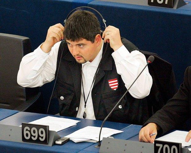 EP-képviselő maradt