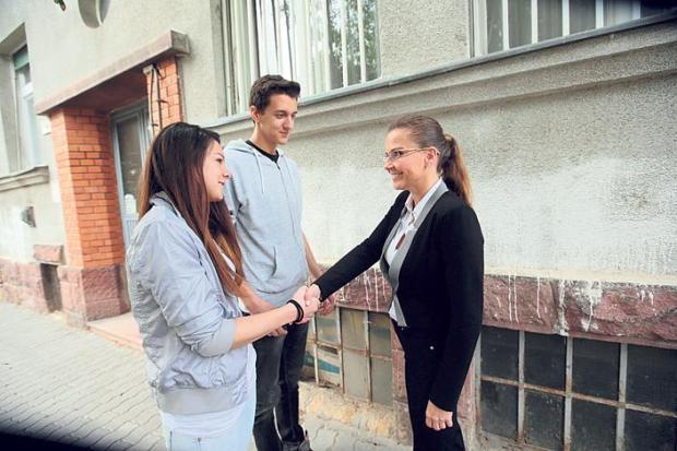 Bálint Antónia nem lehet  önkormányzati képviselőjelölt, mert láttuk a melleit? - kép: Blikk