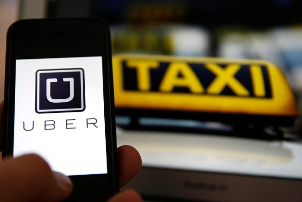 Tényleg, a taxisok miért nem munkaadójuknál tüntetnek egy korszerűbb rendszerért? - kép: elteonline.hu